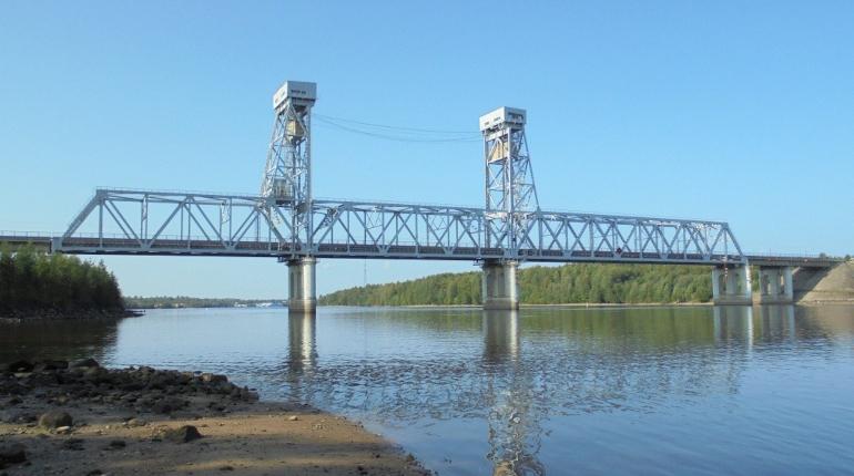 Крупногабаритная яхта перероет «Колу» и разведет мост через Свирь