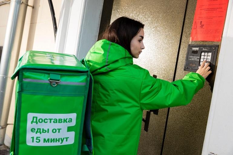 Курьеры Delivery в Москве бастуют, но их петербургские коллеги спокойны