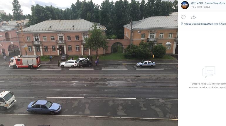 На улице Трефолева три автомобиля угодили в ДТП — на месте МЧС