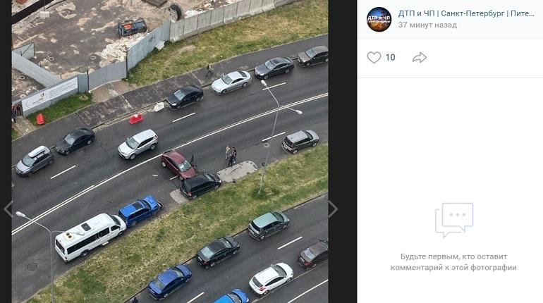 На проспекте Строителей Ford влетел в Opel и ударил им Subaru