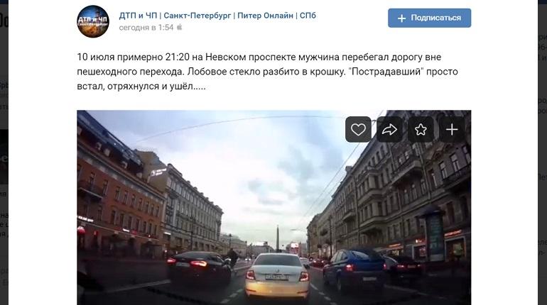 На Невском проспекте автомобиль сбил пешехода — он перебегал дорогу
