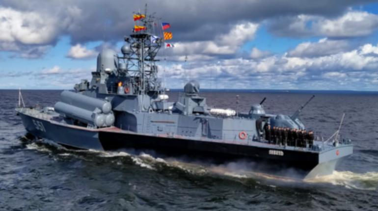 Правительство Петербурга предложило сократить рабочий день из-за репетиции парада ВМФ