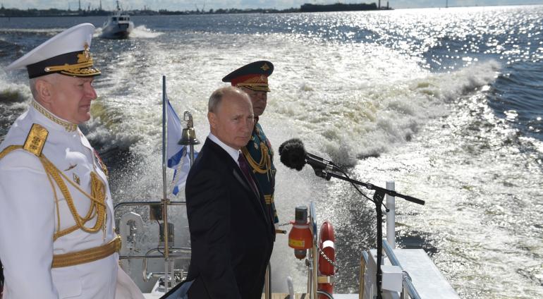 Путин прибыл в Кронштадт на День ВМФ