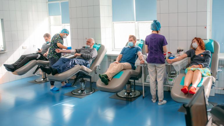 Петербуржцы сдали 71 литр крови, первыми пришли студенты