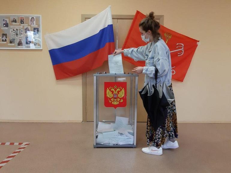 По поправкам в Конституцию в Петербурге проголосовало более почти 2,9 млн человек