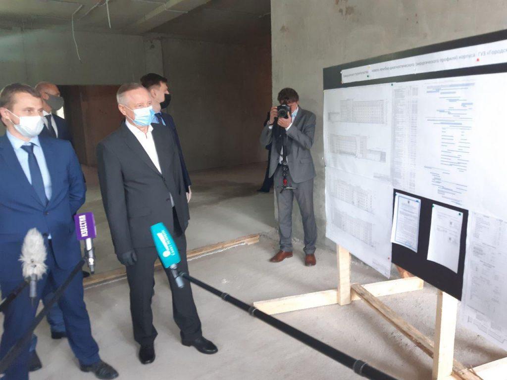 Беглов проверил ход строительства нового корпуса городской больницы в Колпино