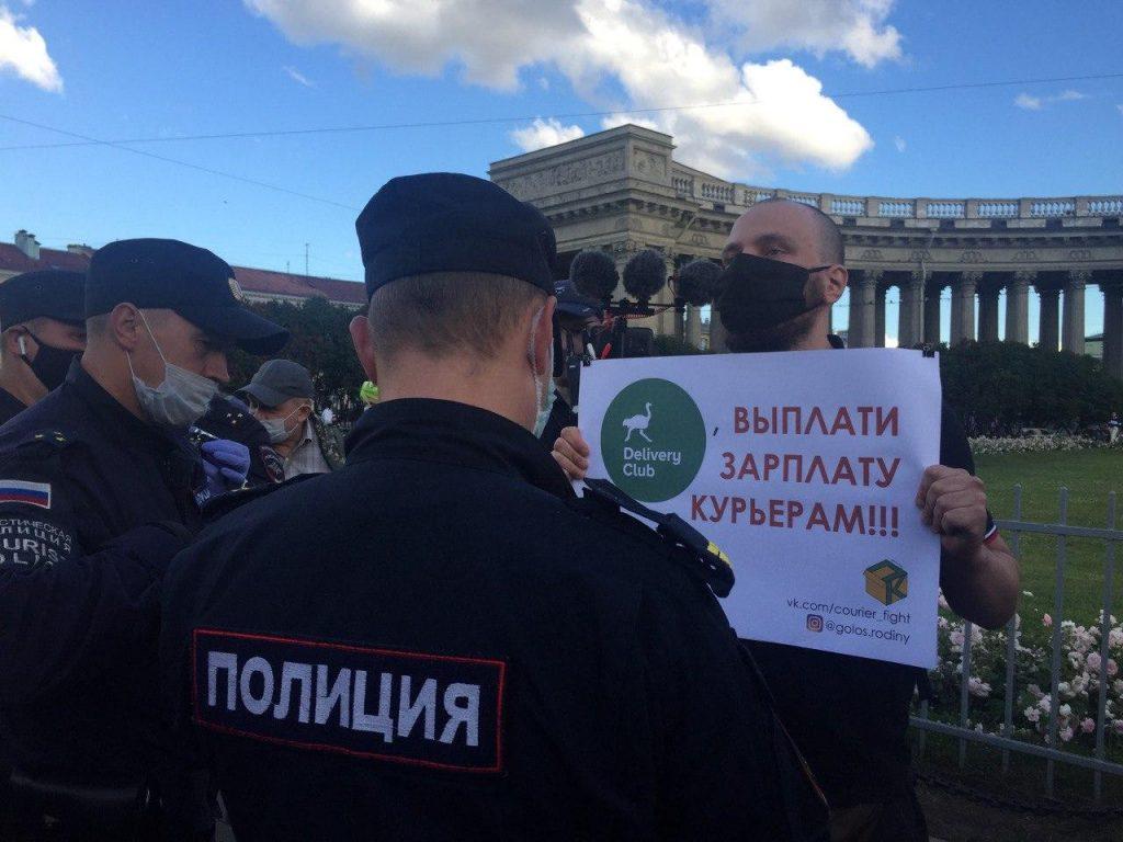 Петербургский омбудсмен предложил разрешить одиночные пикеты