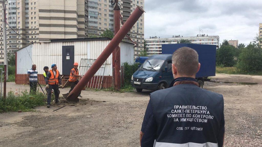 Сотрудники ККИ выявили несколько незаконных автостоянок в Петербурге