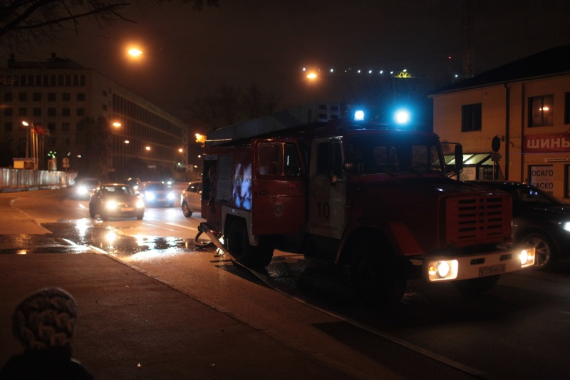 На Малой Балканской ночью загорелось две иномарки, никто не пострадал