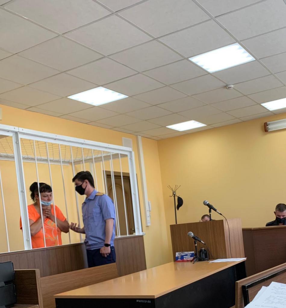 Пьяная жительница Петербурга два раза ударила ножом человека в грудь и руку