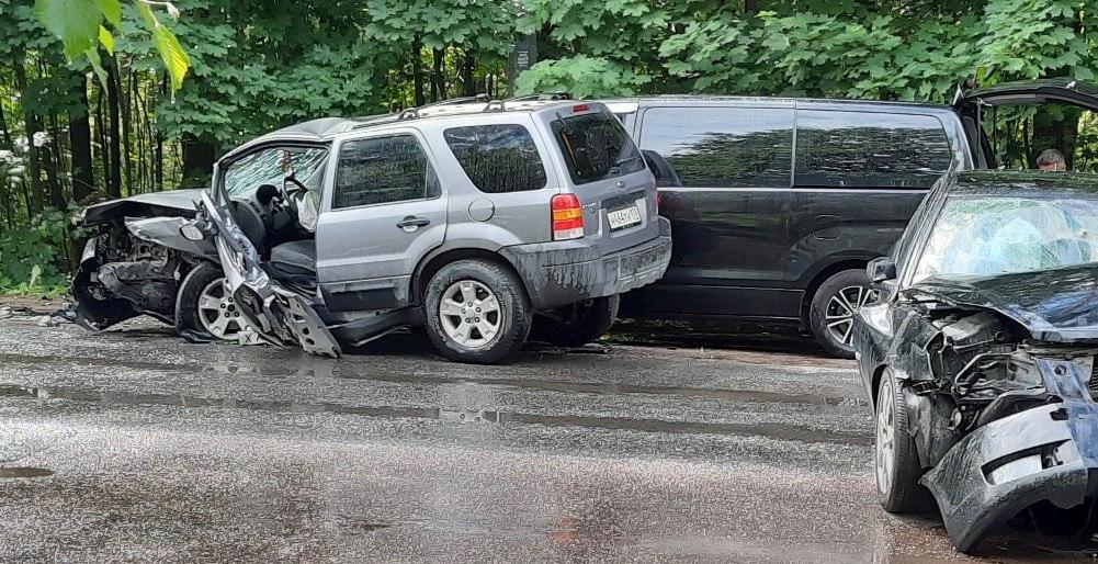 Пьяный водитель Кадиллака в погоне врезался в Форд