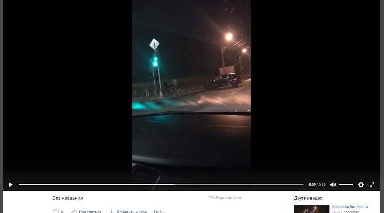 В Колпино иномарка стоимостью 5 млн рублей снесла забор