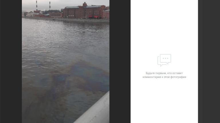 Петербуржцы обеспокоены нефтяными пятнами на Неве