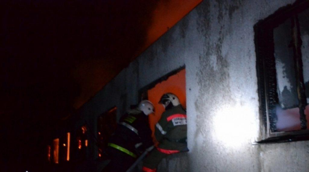 В Подпорожье спасатели за полчаса потушили горящую квартиру