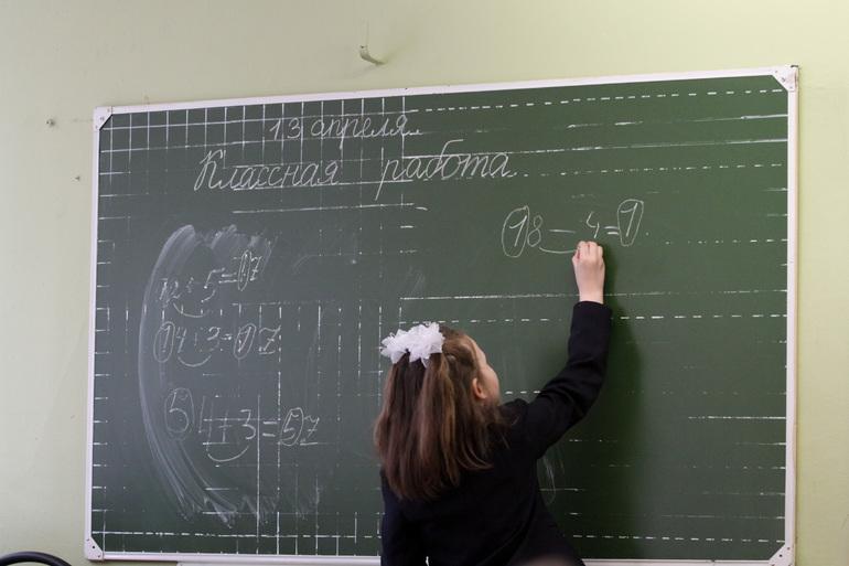 Коронавирус нашли у двоих шестиклассников в школе Петербурга