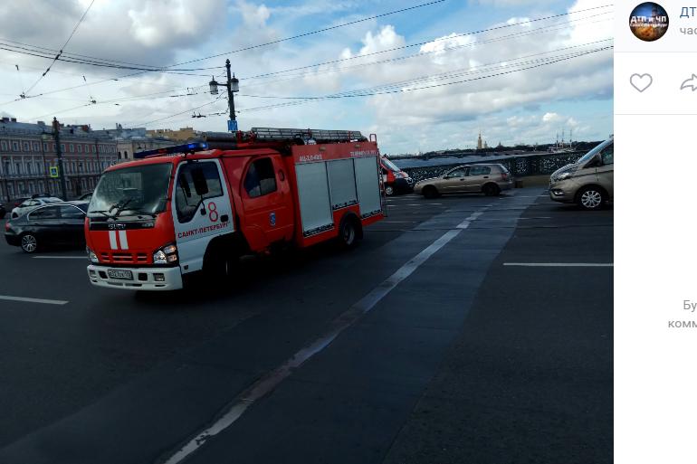 Сгоревший силовой кабель остановил Литейный мост: на месте 6 единиц техники