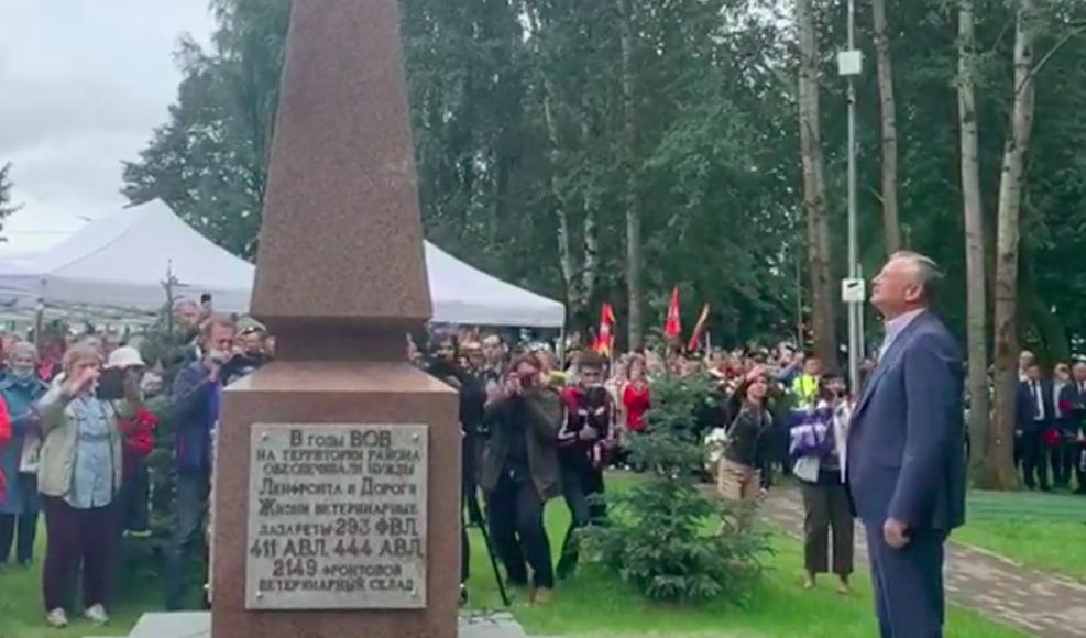 В Ленобласти открыли памятник ветеринарам, спасавшим животных в войну