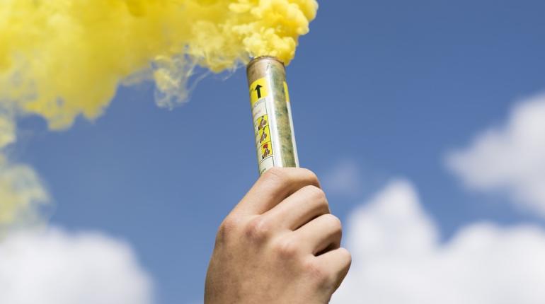 Брошенная на Невском дымовая шашка стала уголовным делом