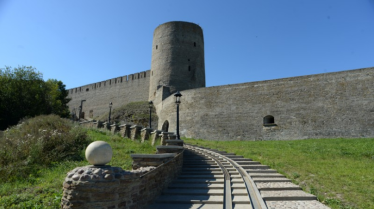 Крепости Ивангорода и Нарвы собираются вместе реставрировать