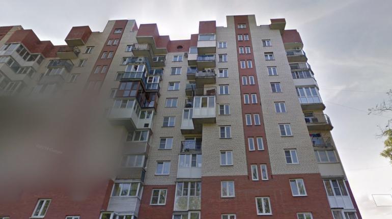 Три расчета пожарных потушили горящий балкон в Сосновой поляне