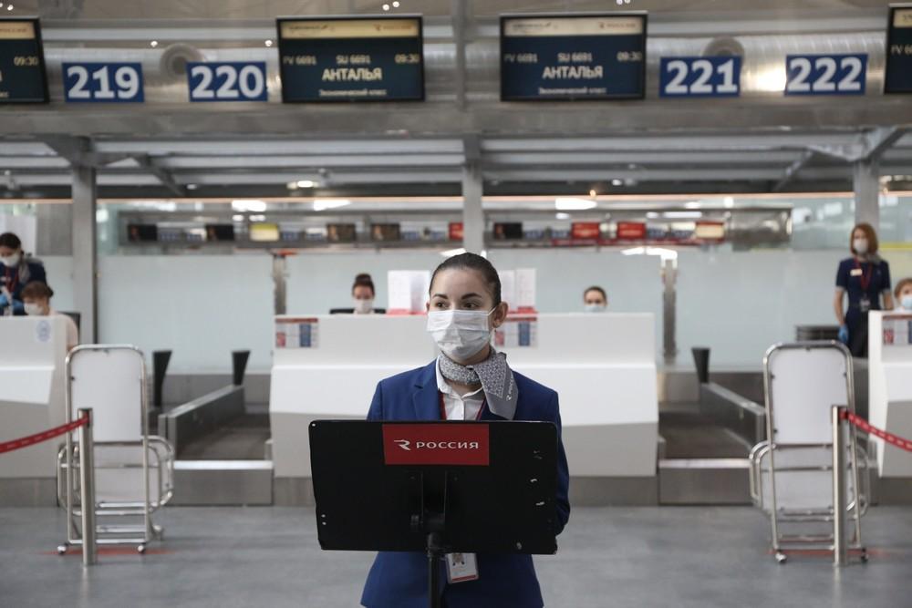 Самолет из Петербурга в Екатеринбург задерживается на 15 часов