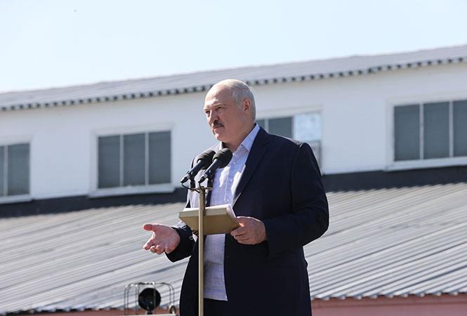 Лукашенко решил переориентировать торговые потоки с Литвы
