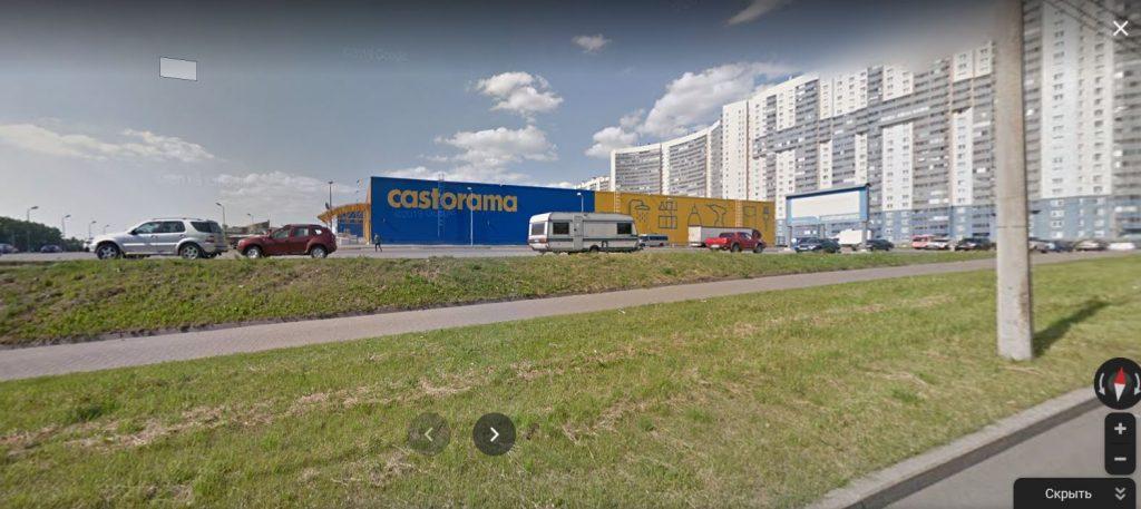 Ford Focus протаранил три иномарки на парковке Castorama на Дальневосточном