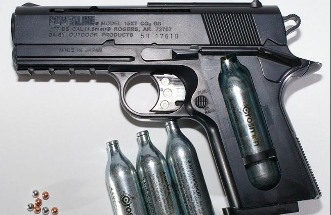 В Петербурге задержали рецидивистку, обстрелявшую пенсионерку из газового пистолета