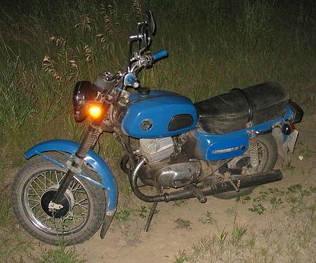 Подросток на мотоцикле без прав и шлема врезался с Citroen в Петрославянке