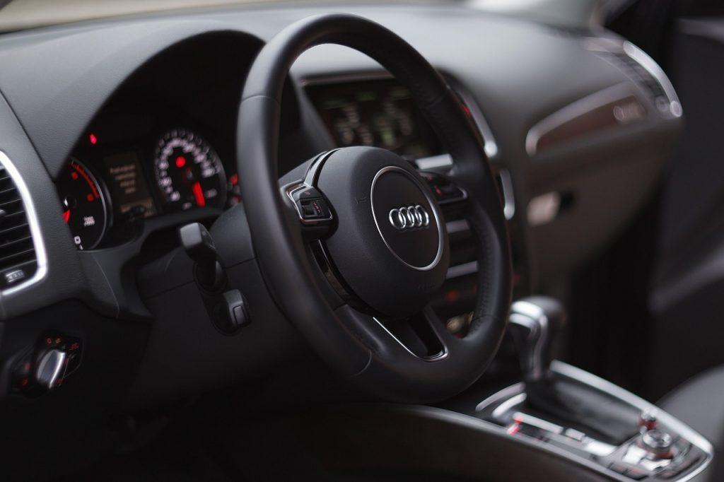 Эксперт рассказал, как автосалоны обманывают с «суперскидками»