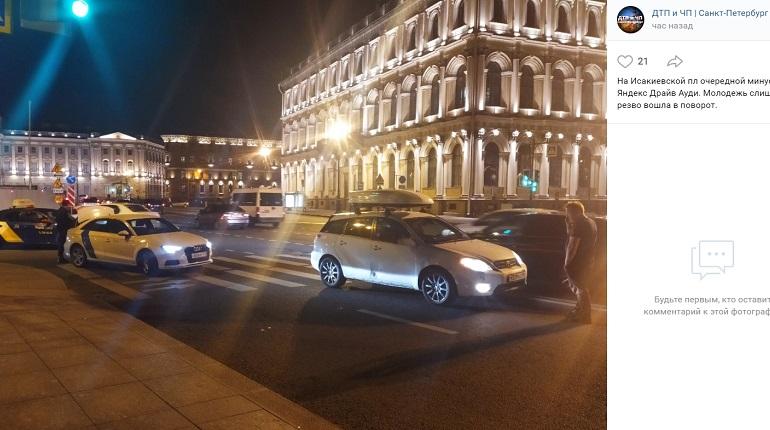 На Исаакиевской площади ночью каршеринг «резво вошел в поворот»