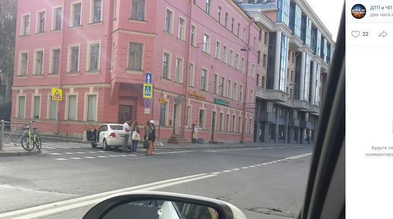 На Большой Зелениной улице Volkswagen сбил велосипедистку