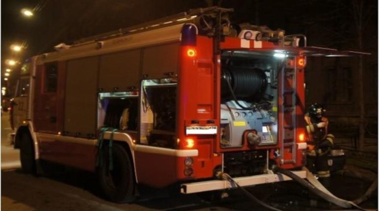 В подвале на Автовской пожарные час тушили мусор