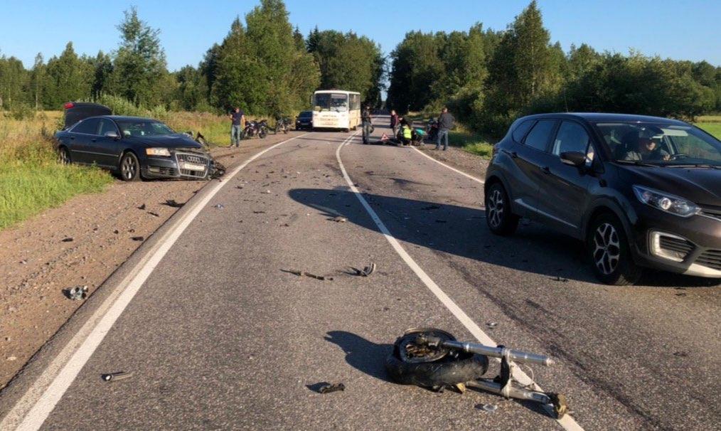 Во Всеволожском районе произошло смертельное ДТП с участием Ауди и мотоциклиста