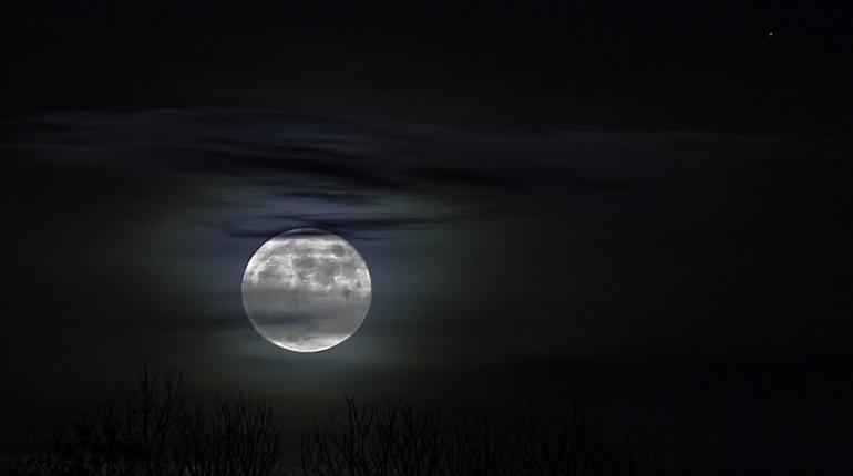 Более 100 тысяч новых кратеров нашли на Луне