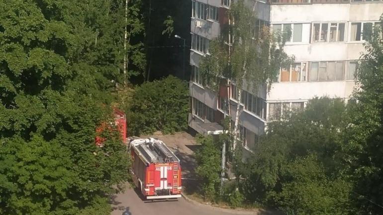 Пятнадцать спасателей уберегли многоэтажный дом в Купчино от огня