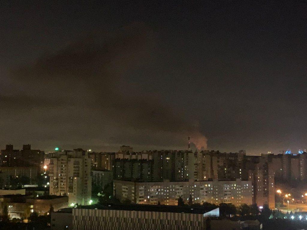 В Приморском районе сильный пожар, столб дыма видно с других районов