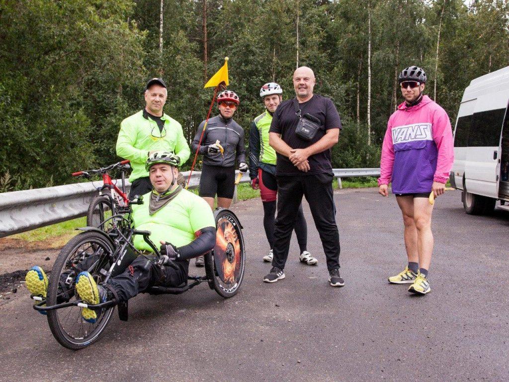 Из Ленобласти в Псков на руках: герой Чеченской войны отправился в велопробег на 500 километров