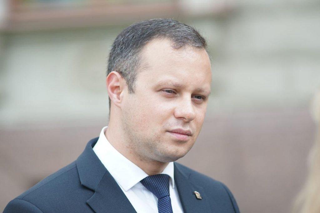 В Петербурге вновь обсудили закон о запрете «веселящего газа»