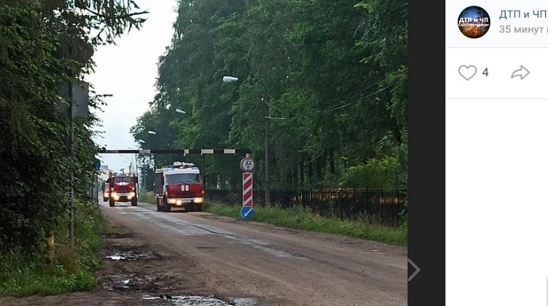 В Ленобласти ликвидировали пожар в цехе завода «Невский Ламинат»