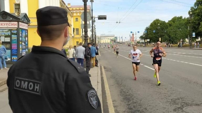 За порядком во время полумарофона «ЗаБег» в Петербурге следили росгвардейцы