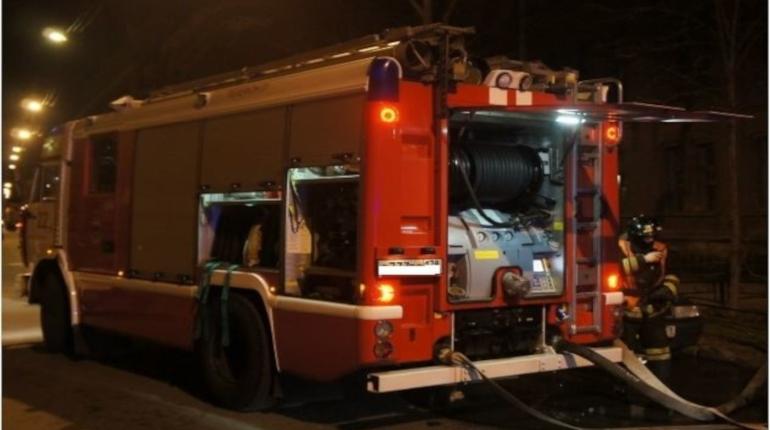 В Химическом переулке ночью загорелся поезд