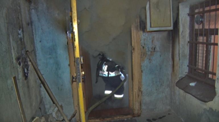 Спасатели МЧС потушили баню в Красносельском районе