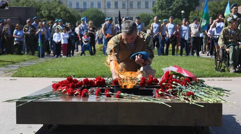 Фоторепортаж «Мойки78»: петербуржцы отпраздновали день ВДВ