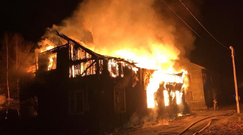 В Ленобласти ночью сгорели три частных дома