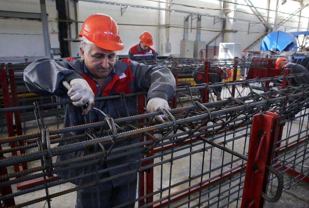 Россиян ждет почасовой МРОТ, а как дела в других странах?