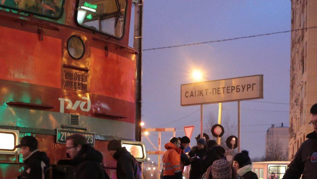 Мусор, цыгане и долгострои: чем отличается Ленобласть от Петербурга