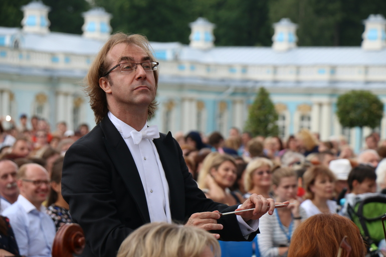 Мюзик-холл даст бесплатный концерт в Александровском парке