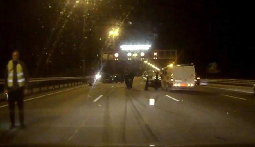 Авария на КАД «забрала» три ряда, водители гоняют по обломкам