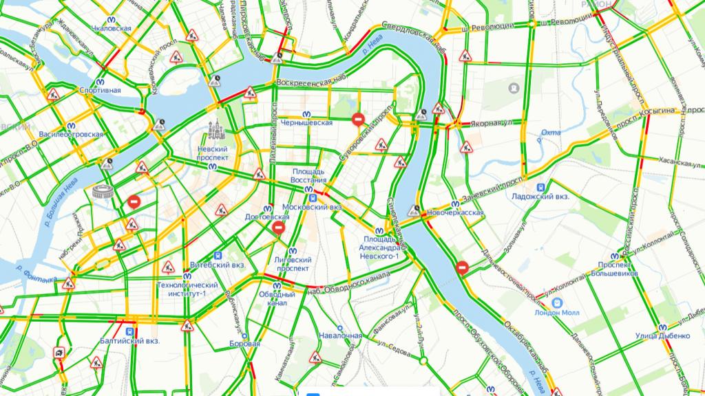 Петербуржцы спешат по делам: пробки в городе оценили в 4 балла